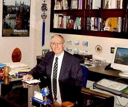 Joseph A. McKinney ist Professor für Internationale Wirtschaftsbeziehungen an der texanischen Hankamer School of Business. Der Fulbright-Professor forscht unter anderem zur Freihandelszone Nafta und Aspekten der Wirtschaftsethik.