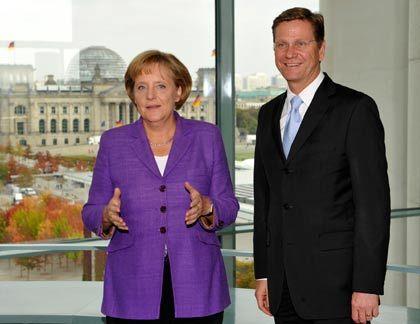 Aut Eckpunkte verständigt: Kanzlerin Merkel (CDU) und der kommende Vizekanzler Westerwelle (FDP) haben sich geeinigt