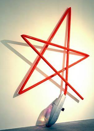 """Mark Handforth: Der Brite verfremdet Alltagsdinge - so wird aus einer Straßenlaterne eine Wohnzimmerlampe (""""Electric Orange"""", 2006)."""