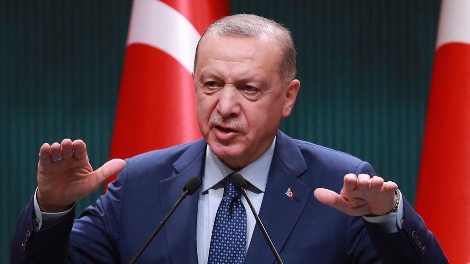 Zinsen runter, Lira auf Rekordtief: Präsident Erdogan übt weiterhin Druck auf die türkische Zentralbank aus