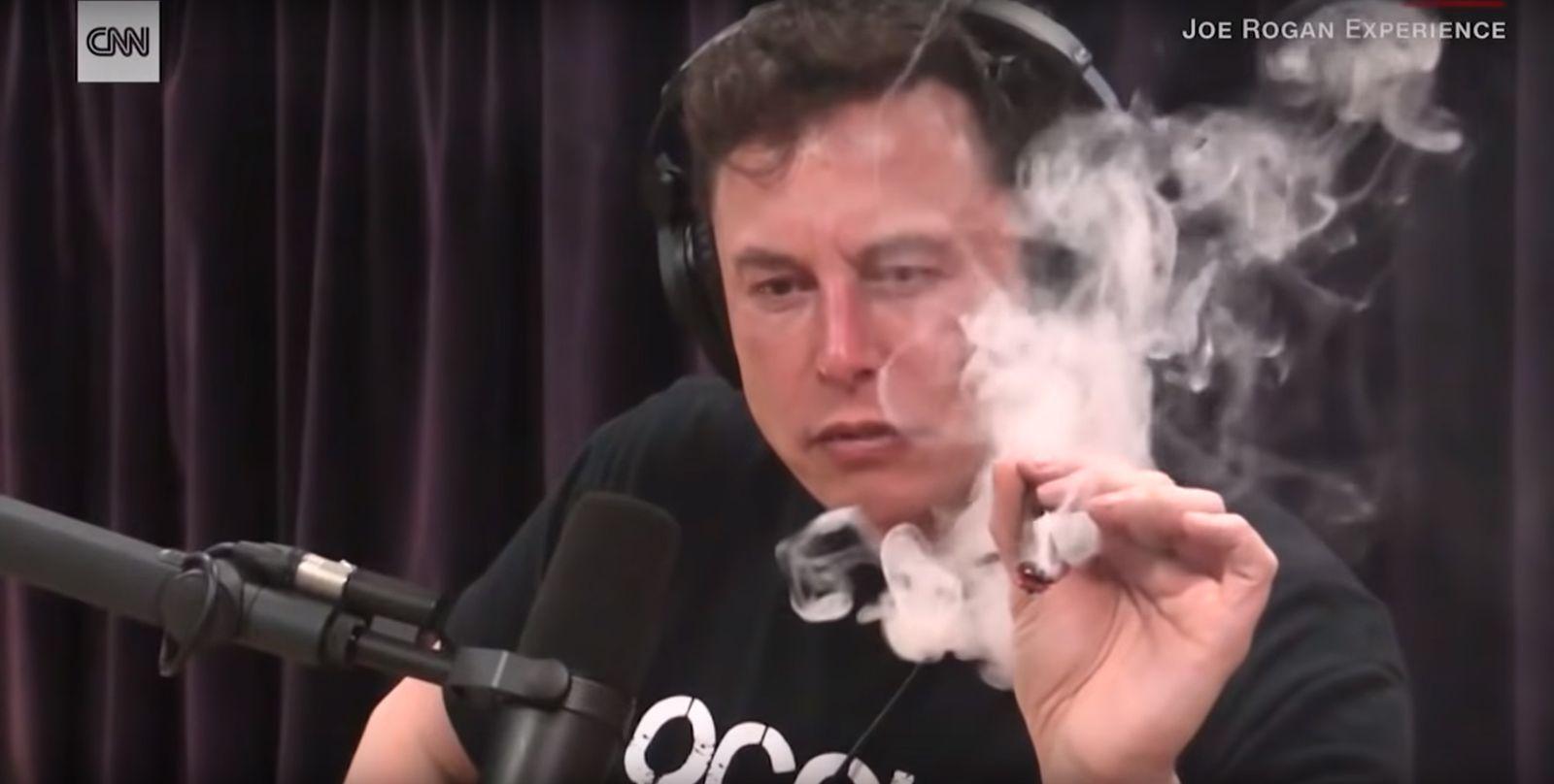 EINMALIGE VERWENDUNG SCREENSHOT youtube Musk raucht Interview CNN