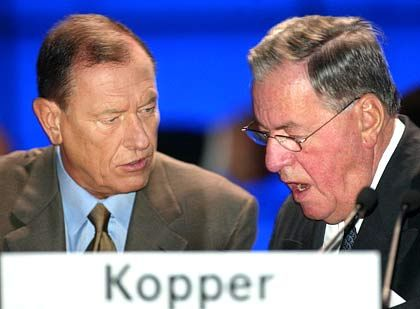 Genügend Unterstützer: Jürgen Schrempp mit Aufsichtsratschef Hilmar Kopper