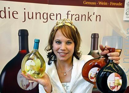 Weinkönigin mit Jungwein aus Franken: Im Ausland 18 Prozent mehr Umsatz