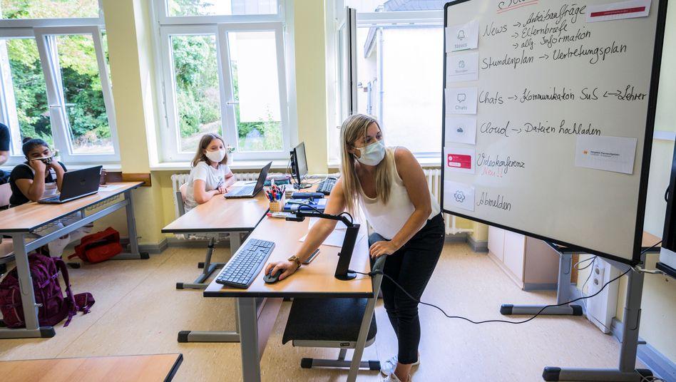 Vortasten in die digitale Welt: Schulunterricht zu einer Kommunikations-App in Rheinland-Pfalz.