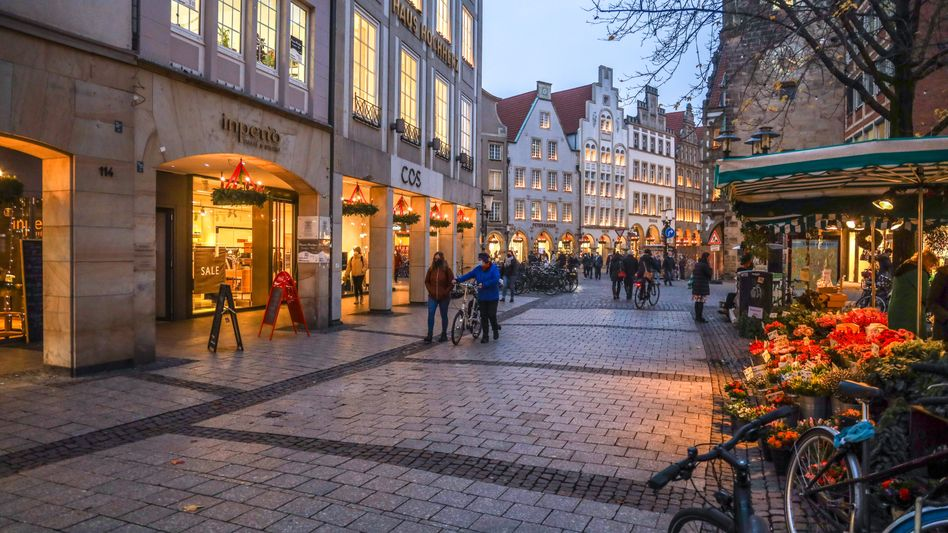Geöffnete Geschäfte in Münster: Der Teil-Lockdown seit November kostet die innerstädtischenEinzelhändlerbis zu 16,9 Milliarden Euro