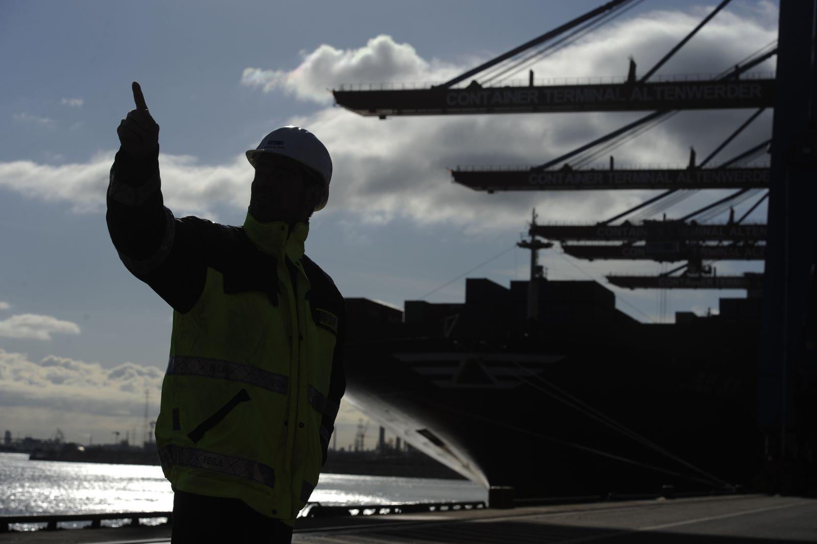 Containerschiff / Arbeiter