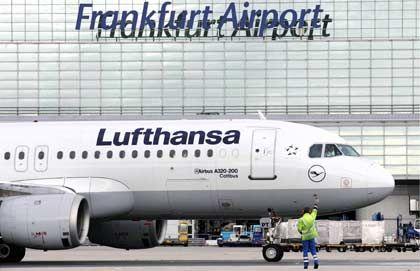 Bisweilen Stillstand: Streik legt Flugverkehr teilweise lahm