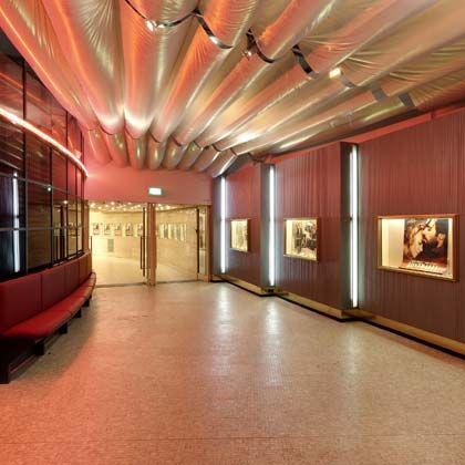 Gediegen: In der Astor Film Lounge wird Besuchern mehr als nur Kino geboten