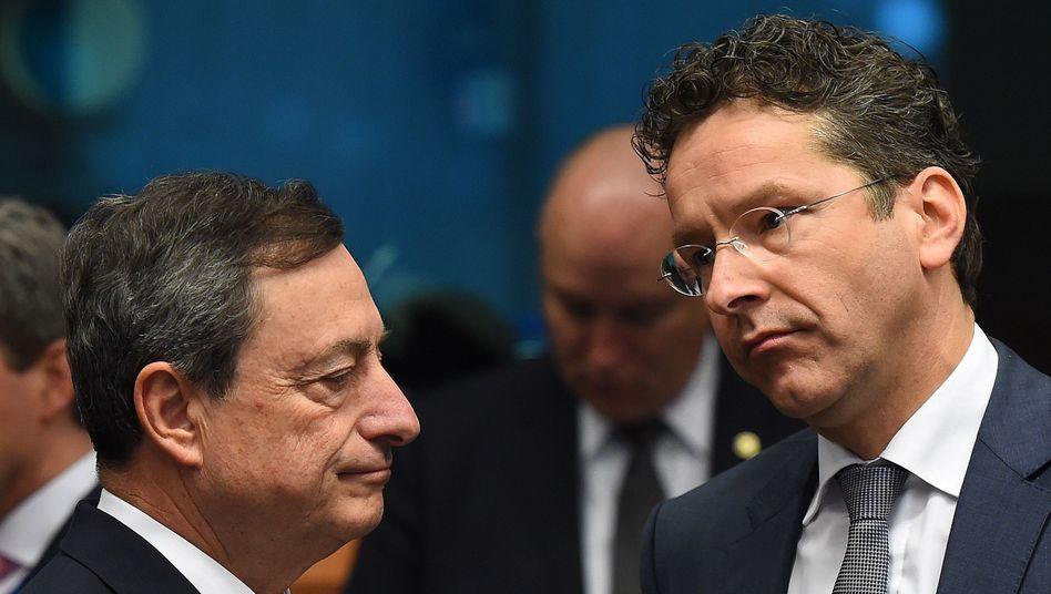 EZB-Chef Draghi, Euro-Gruppen-Vorsitzender Dijsselbloem (im März): Ziel nicht mehr erreichbar?