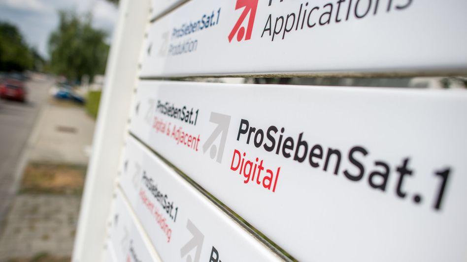 Schilderwald: ProsiebenSat.1-Zentrale in München Unterföhring
