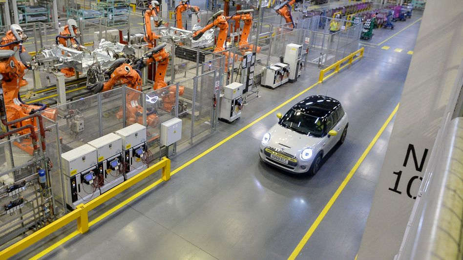 Produktionseinbruch: Nur rund 920.000 Fahrzeuge rollten 2020 im vereinigten Königreich vom Band. Im Bild die BMW-Mini-Fabrik in Oxford.