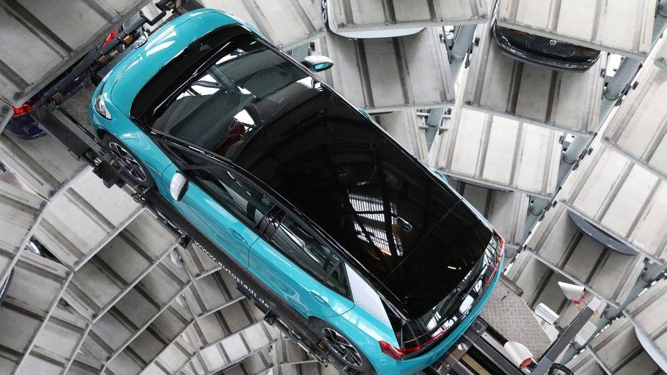 Jedes Jahr ein neues: Elektromodell VW ID.3 im Turm der Wolfsburger Autostadt