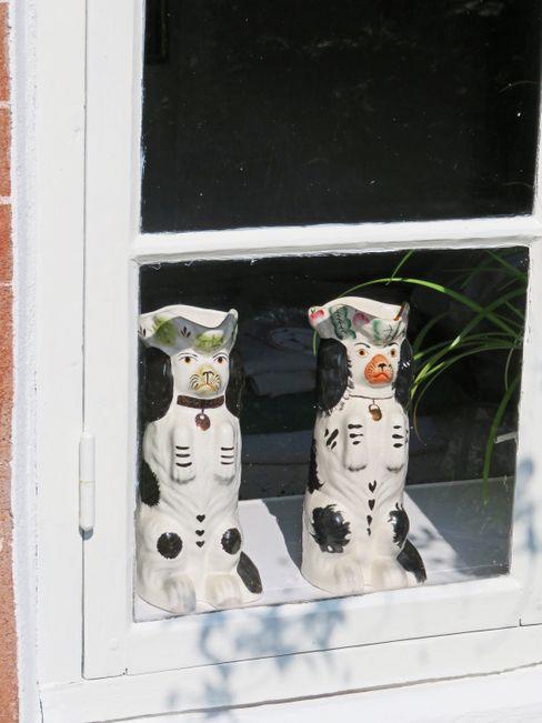 Die typischen Porzellanhunde auf den Fenstersimsen auf Fanø gehen auf eine Seefahrertradition zurück
