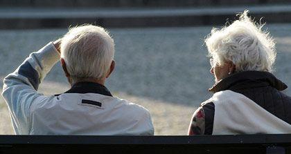 Ein langes Leben: Das kann man nur jedem Menschen wünschen. Und je länger er lebt, desto eher rechnet sich auch seine Rentenpolice.