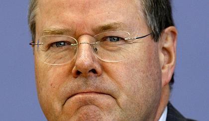 Konkurrent für Banken und Sparkassen: Finanzminister Peer Steinbrück muss sich immer noch viel Geld leihen