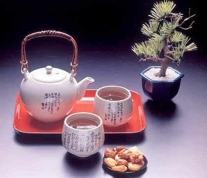 Teekultur aus Japan: Typisch für das ostasiatische Land ist der Sencha, ein grüner Tee, der in der Provinz Shizuoka am Fudschijama angebaut wird