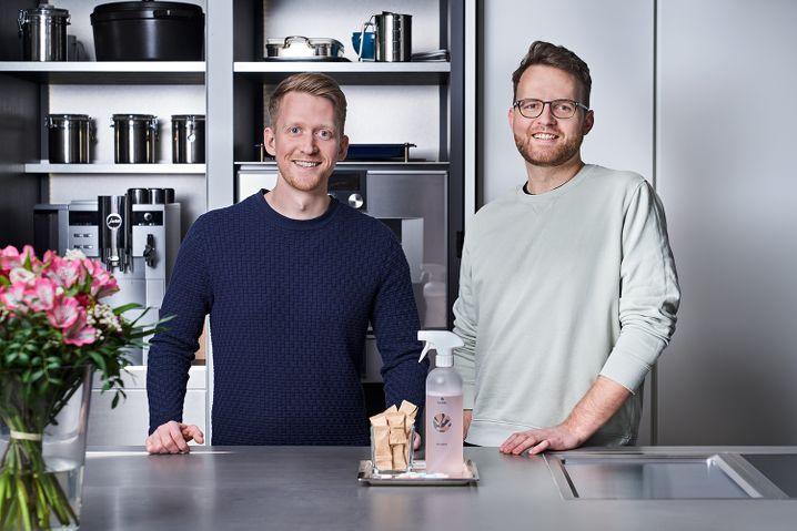 Nicht nur Tabs im Angebot: Die Gründer Jannes Meier (l.) und Nicolas Pless (r.) tauften Ecotab in Klaeny um