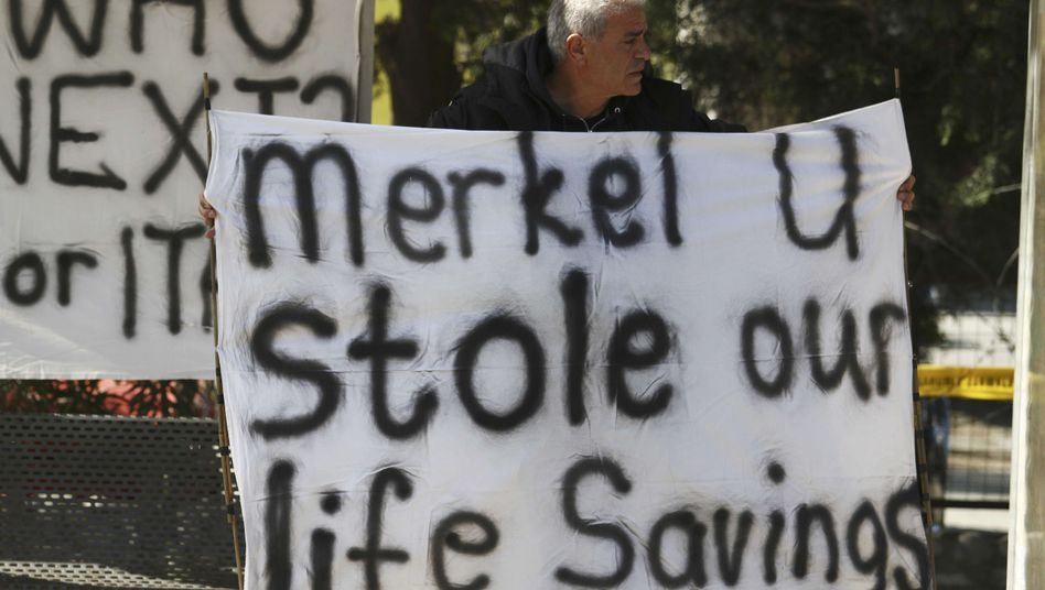 Proteste auf Zypern: Für die Summe von gerade einmal sechs Milliarden Euro nehmen die Euro-Staaten einen möglichen Bank Run in Kauf