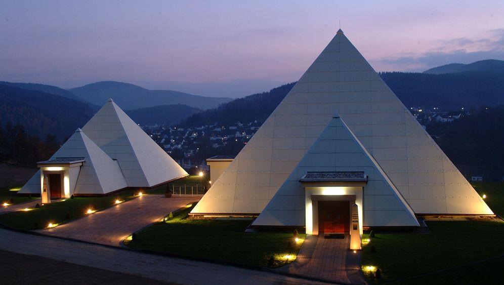 Extravagante Firmensitze: Zur Arbeit ins Schloss, ins Parkhaus oder in die Pyramide