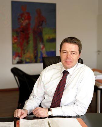 Wolf Frhr. von Buttlar ist Anwalt der Kanzlei Tilp & Kälberer in Kirchentellinsfurt und Sprecher der Deutschen Schutzvereinigung für Wertpapierbesitz (DSW). Seine Tätigkeitsschwerpunkte sind unter anderem Fonds und Vermögensverwaltung.