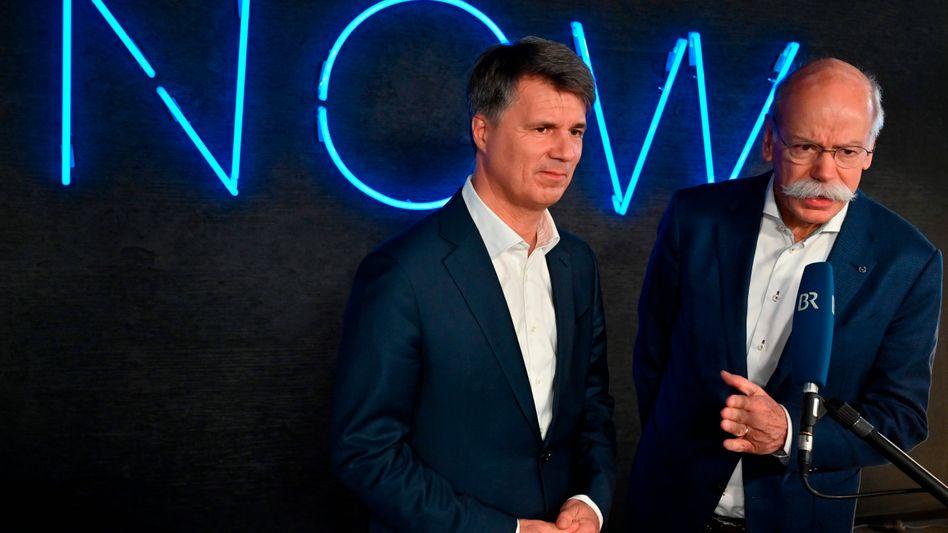 Gemeinsam gegen Uber, Google und Co: BMW-Chef Harald Krüger und Daimler-CEO Dieter Zetsche (r.) in Berlin