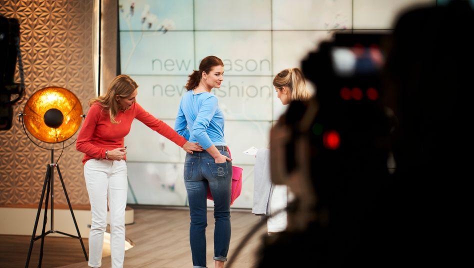 Storyteller: Kleidung verkaufen Homeshopping-Sender besonders gern, weil die Margen hier bis zu 50 Prozent betragen. Persönliche Geschichten der Moderatoren sollen den Umsatz treiben.