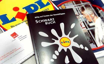 Herbe Kritik: 2005 beschäftigten sich viele Organisationen mit Lidl. Kritisiert wurden die Arbeitsbedingungen und die Behinderung der Betriebsratsarbeit.