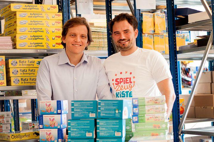 """""""Meine Spielzeugkiste""""-Gründer Florian Metz und Florian Spathelf (v.l.)"""