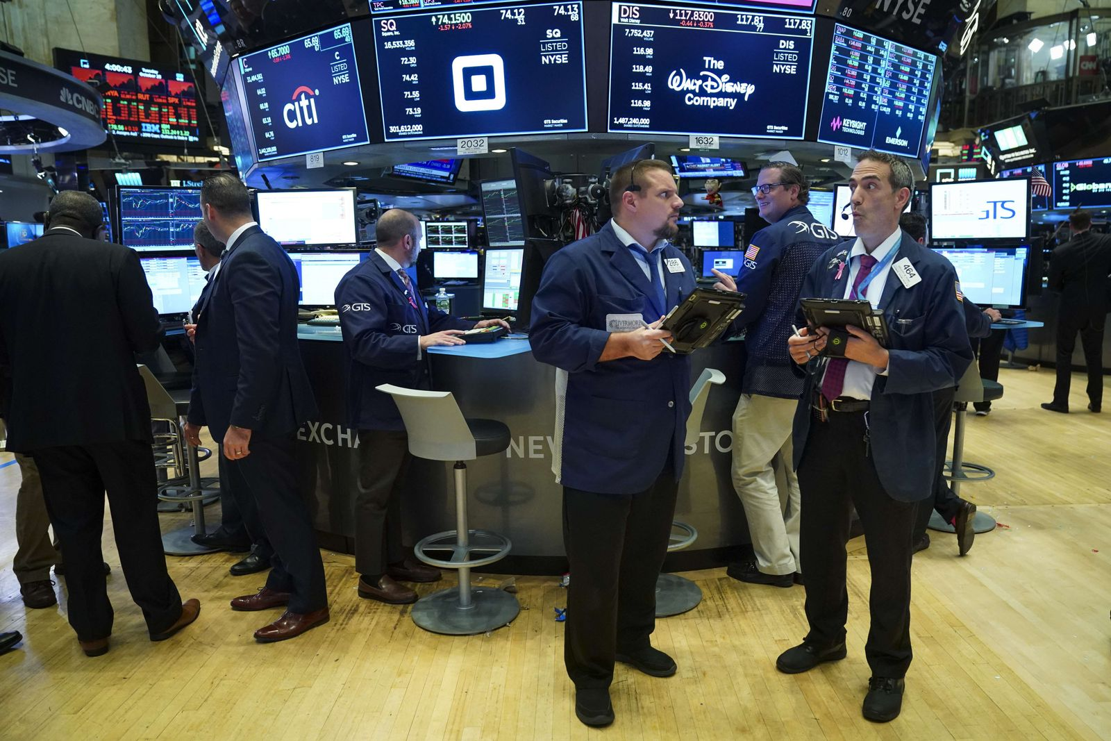 US-STOCKS-TAKE-ANOTHER-MAJOR-PLUNGE-AS-FEARS-FOR-ECONOMY-RISE