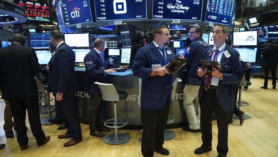 Aktienhändler in New York: Starke US-Jobdaten treiben Dax, Dow Jones und Nasdaq in die Höhe
