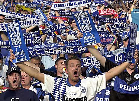 """Nicht nur """"Auf Schalke"""": Die Fans sollen zahlen."""