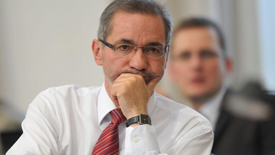 Taktieren für den Posten: Brandenburgs Ministerpräsident Platzeck