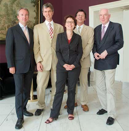 Die Jury: (v. l.) Klaus Rainer Kirchhoff (Kirchhoff Consult), Xaver Zimmerer (Interfinanz), Elisabeth Weisenhorn (Weisenhorn & Partner), Arno Balzer (mm), Christian Strenger (DWS)