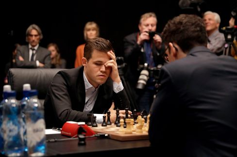 Weltmeister in Aktion: Magnus Carlsen beim Match gegen Fabiano Caruana 2018 in London