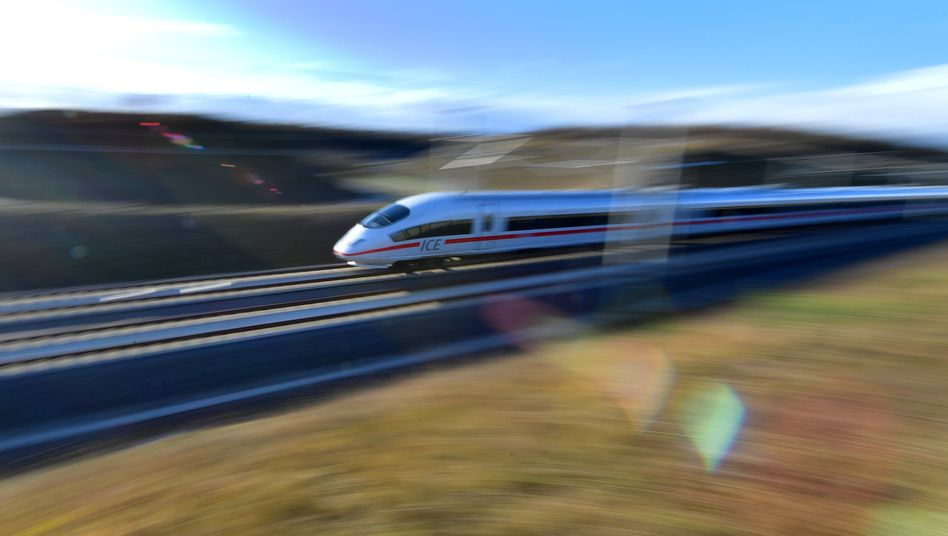 ICE der Deutschen Bahn: Auf der Strecke zwischen Berlin und Hamburg sollen die Züge ab Dezember alle 30 Minuten fahren