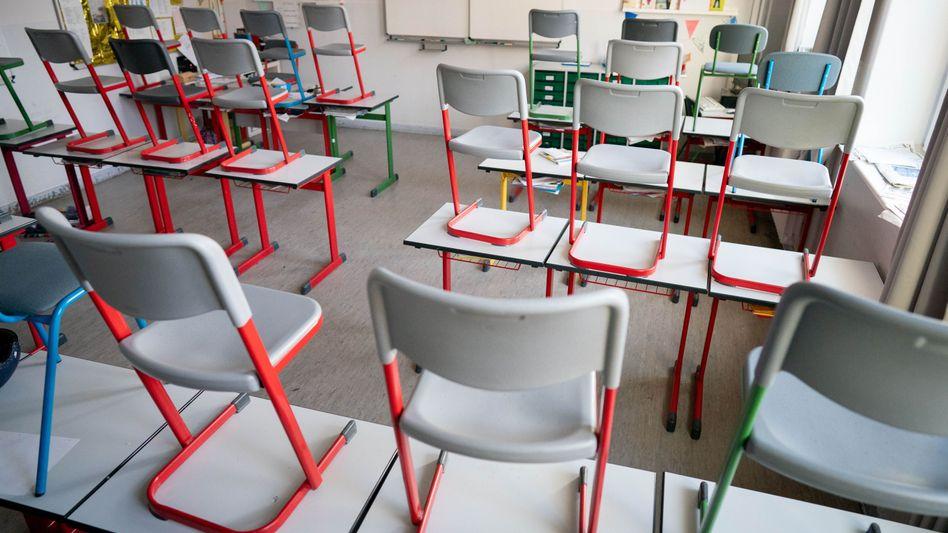 300.000 Schülerinnen und Schüler sowie rund 30.000 Lehrer in Deutschland befinden sich wegen steigender Neuinfektionen in Corona-Quarantäne. Immer mehr Schulen und Klassen müssen deshalb schließen.