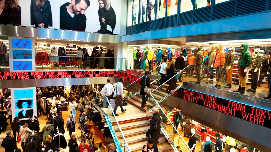 Einkaufszentrum in Paris: Volkswirte sind uneins, ob die jüngsten Terroranschläge die Konjunktur ausbremsen werden