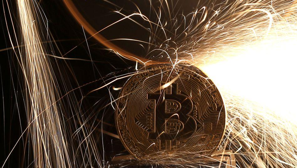 Bitcoin im Feuer: Die Krypto-Währung hat heftige Verluste verzeichnet - wie geht es weiter?