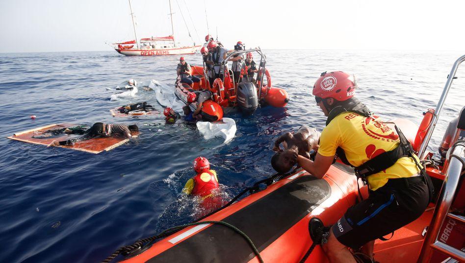 Seenotretter im Mittelmeer