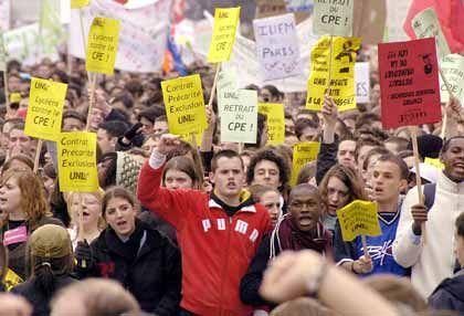 Auf der Straße: Die Franzosen gelten als demonstrierfreudig. Zuletzt sorgte die Lockerung des strikten Kündigungsschutzes für Proteste.