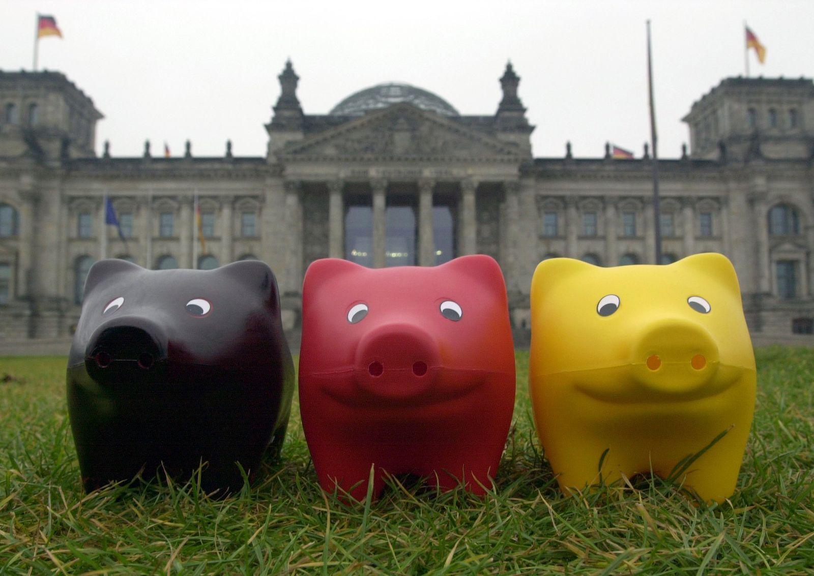 Sparschweine vor dem Bundestag
