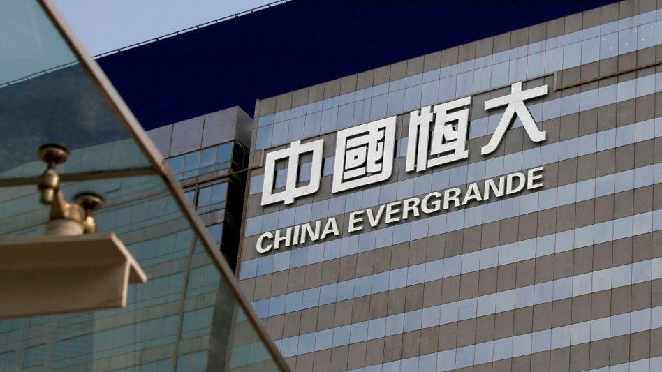 Büroturm von China Evergrande in Hongkong: Ein Zusammenbruch des Konzerns, der auf Pump rasant gewachsen ist, könnte Schockwellen in das chinesische Bankensystem senden