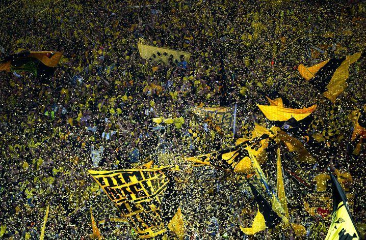 Sichere Einnahmequelle: Fans in der Südkurve im Dortmunder Stadion