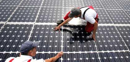 Solarzellen satt: Experten prognostizieren schon in wenigen Jahren ein drastisches Überangebot. Das könnte der Startschuss für eine harte Konsolidierung in der Branche sein