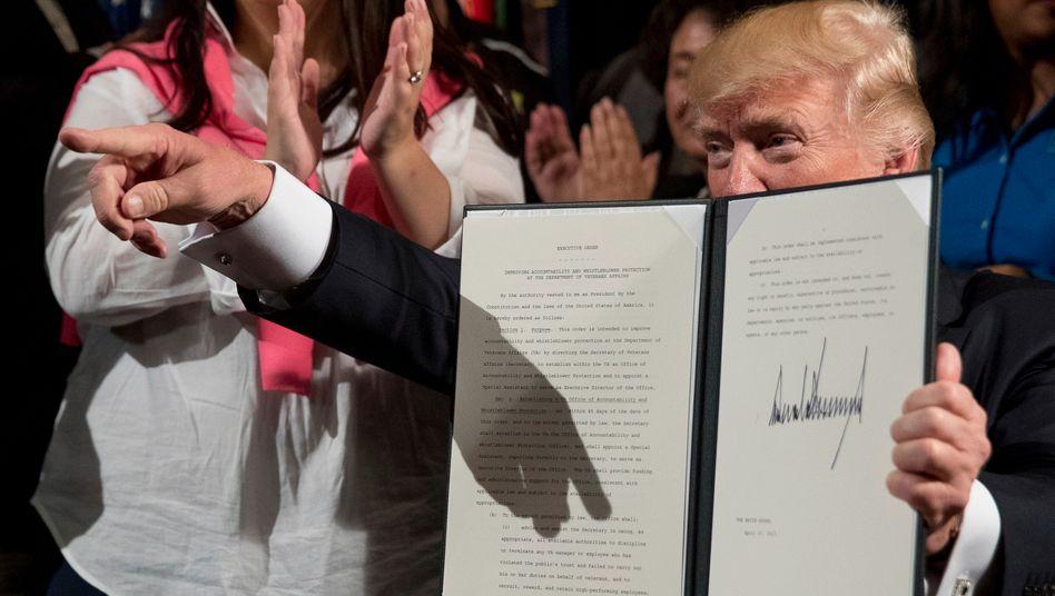 """""""America First"""": Trump hat mit einer weiteren Unterschrift Strafzölle gegen Produkte aus Asien verhängt"""