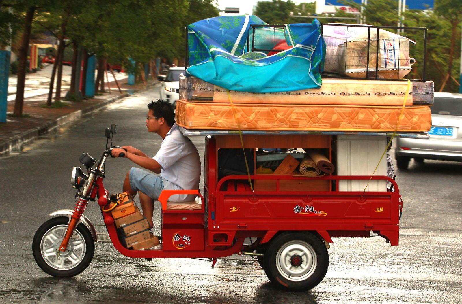 Transport auf einem Elektro-Dreirad, Peking