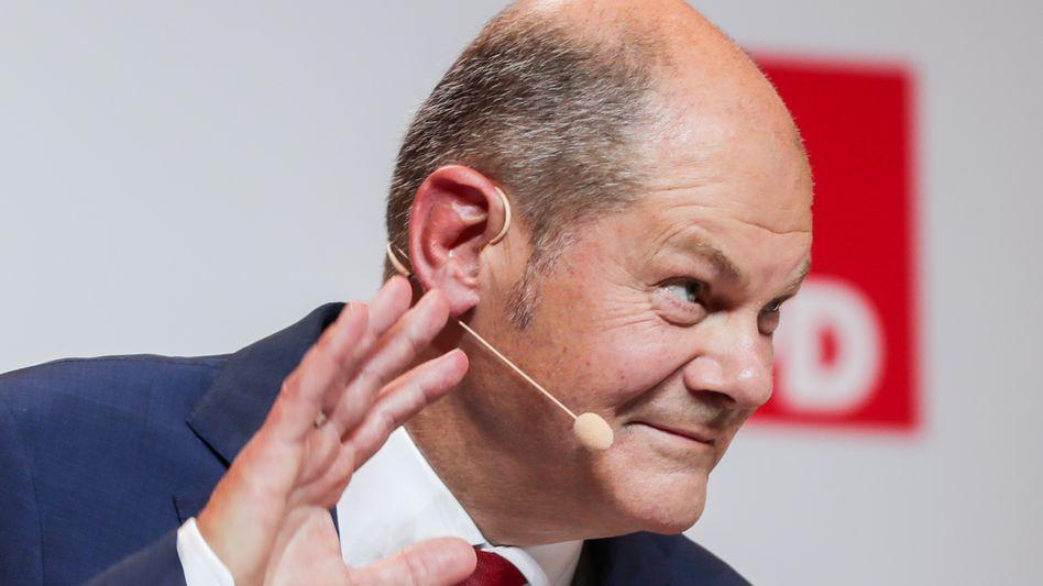 Olaf Scholz: Der Finanzminister zeichnet letztlich für die erneute Absenkung des Zinses verantwortlich, Riester- und Rürup-Rentner müssen das mit niedrigeren Renten ausbaden