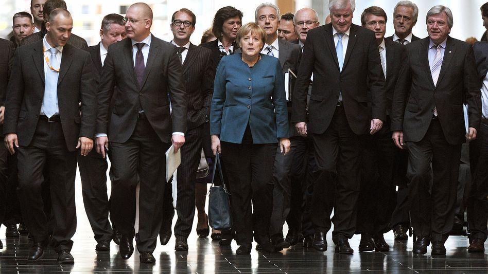 Bundeskanzlerin Angela Merkel: Sondierungen für die Regierungsbildung