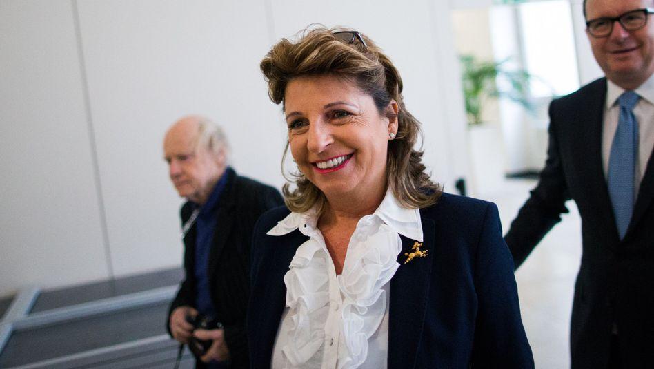 Zoff bei Aldi: Babette Albrecht, Witwe von Aldi-Gründer Berthold Albrecht, liegt mit Gründersohn Theo Albrecht im Clinch