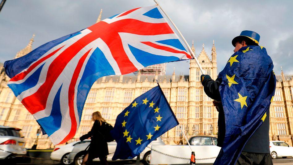 Die Brexit-Gegner in Großbritannien wollen sich trotz des ausgehandelten Abkommens mit der EU nicht geschlagen geben und demonstrieren weiter